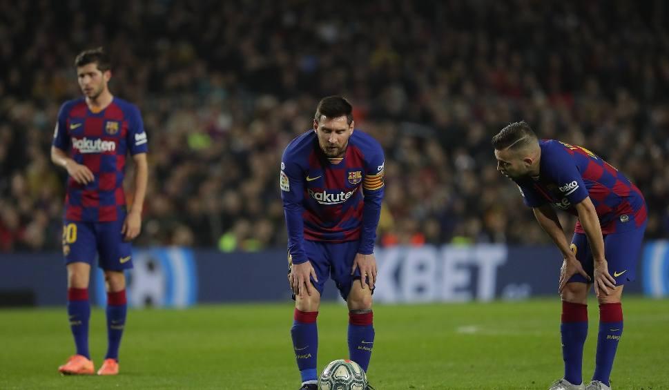 """Film do artykułu: """"Więcej niż klub""""? Nie dla piłkarzy. Leo Messi i spółka jako jedyni ze wszystkich sekcji Barcelony nie zaakceptowali obniżek pensji"""