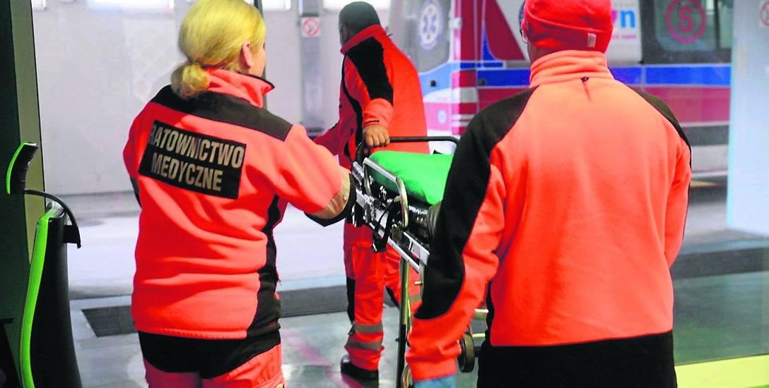 Ratownicy w chrzanowskim pogotowiu twierdzą, że ustalona przez dyrektora stawka jest rażąco niska w stosunku do zarobków reszty średniego personelu medycznego