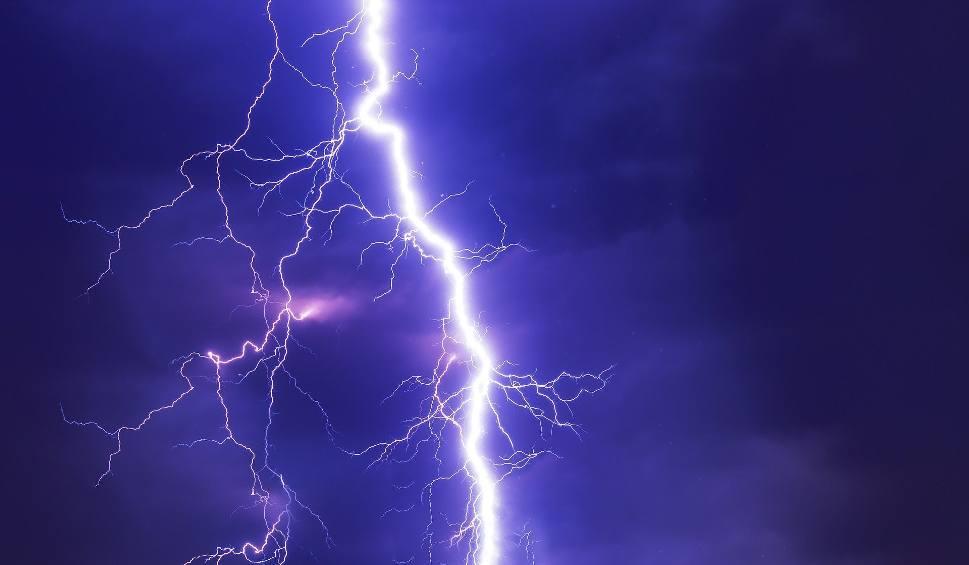 Film do artykułu: Ostrzeżenie IMGW dla całej Wielkopolski na piątek, 26 czerwca. Uwaga na burze z gradem i silny wiatr!