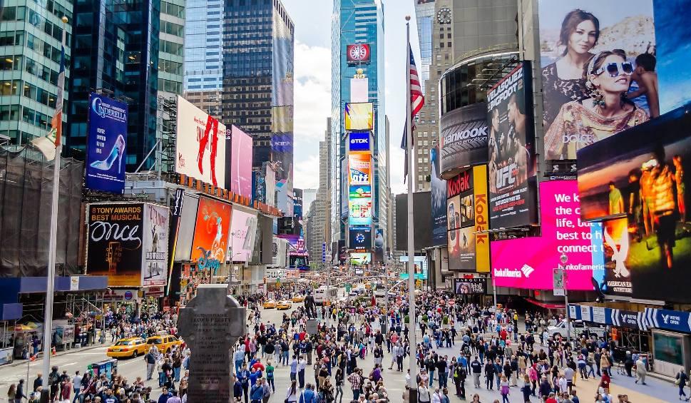 Film do artykułu: Ruch bezwizowy do USA 2019. Brak wiz nie oznacza, że chętni na podróż do Stanów mogą wsiąść w samolot i wylądować w Nowym Jorku [18.11.2019