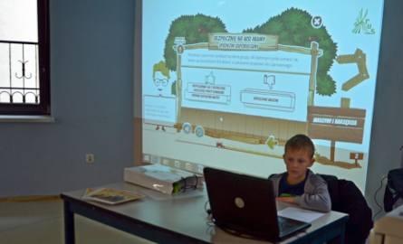 """Pokaz kursu e-learningowego dla dzieci """"Bezpiecznie na wsi mamy – upadkom zapobiegamy"""" przygotowanego w internecie przez KRUS dla dzieci"""