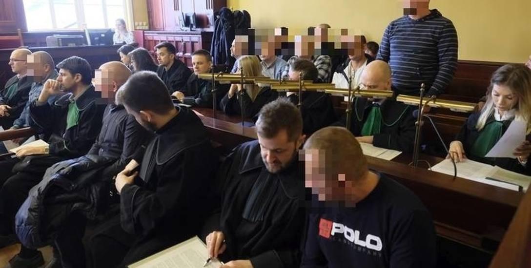 Na ławie oskarżonych w Toruniu zasiada łącznie 29 osób: Polacy i Ormianie.