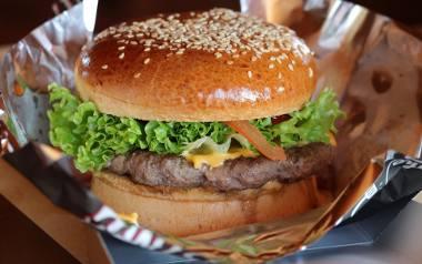 Macie ochotę na hamburgera? Zobaczcie, które z poznańskich restauracji serwujących burgery są najlepsze według użytkowników portalu TripAdvisor. Te lokale