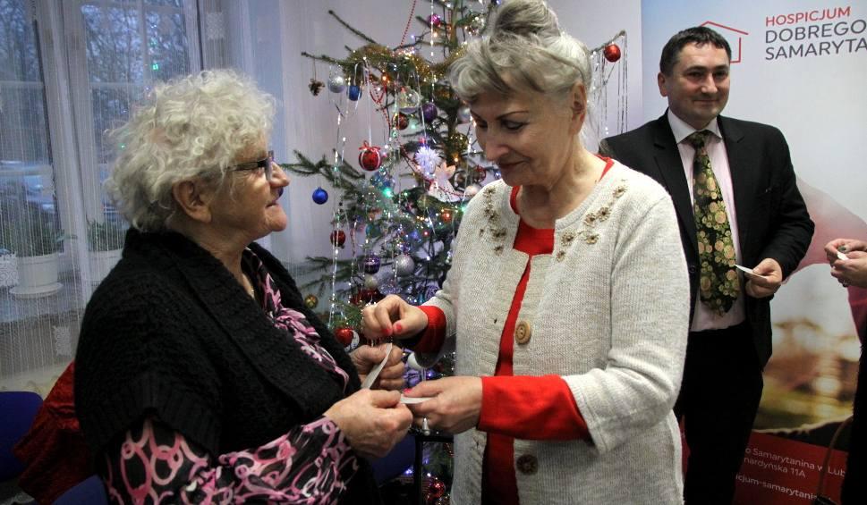Film do artykułu: Wigilia w Hospicjum Dobrego Samarytanina. Arcybiskup Budzik odwiedził wolontariuszy i chorych (ZDJĘCIA)
