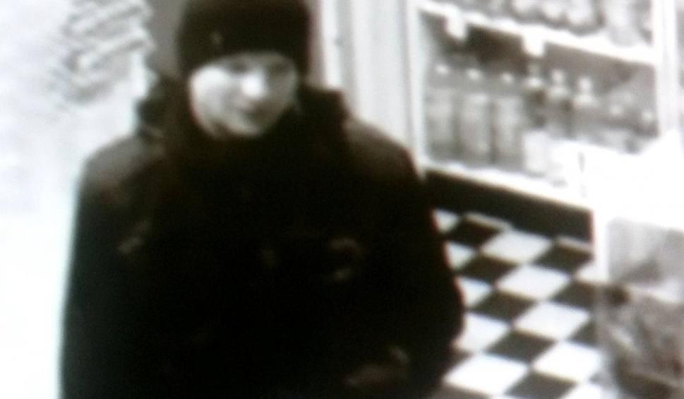 Film do artykułu: Poszukiwany sprawca przestępstwa. Napastował kobietę na ul. Skłodowskiej (zdjęcia)
