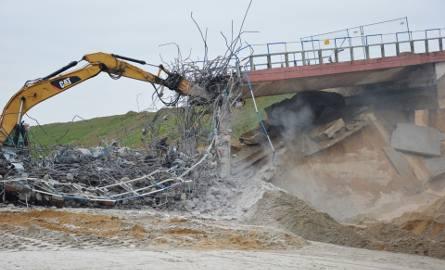 Wyburzają wiadukty na A1. Autostrada od Tuszyna do Piotrkowa zamknięta do poniedziałku [ZDJĘCIA, FILMY]