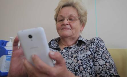 Krystyna Błotna uważa, że aplikacja to dobre rozwiązanie dające poczucie bezpieczeństwa po opuszczeniu szpitala