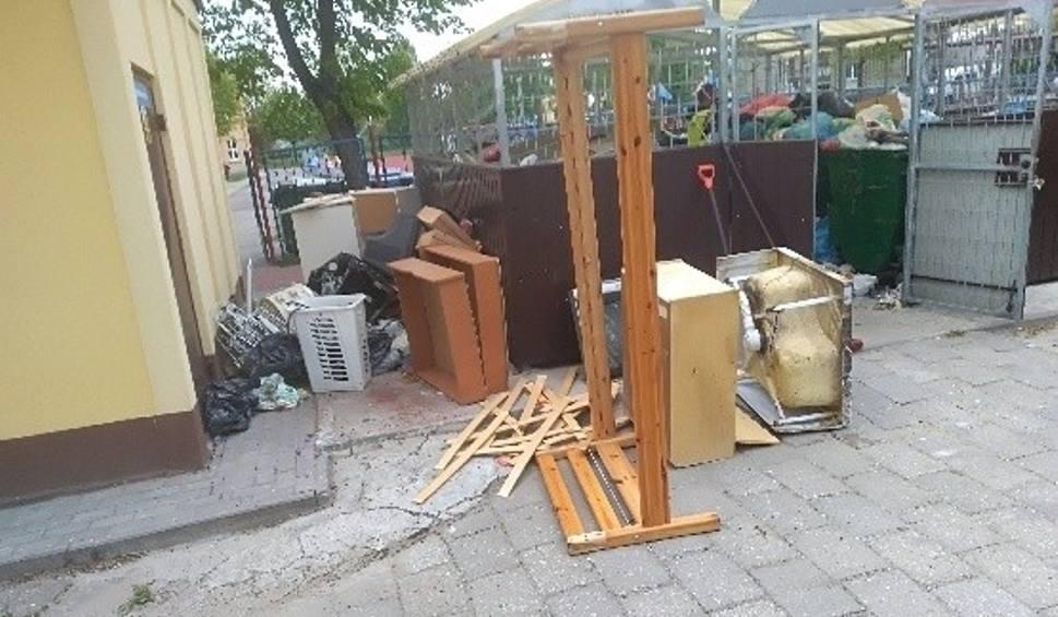Film do artykułu: Pionki. Bałagan, przepełnione kontenery i podrzucane śmieci