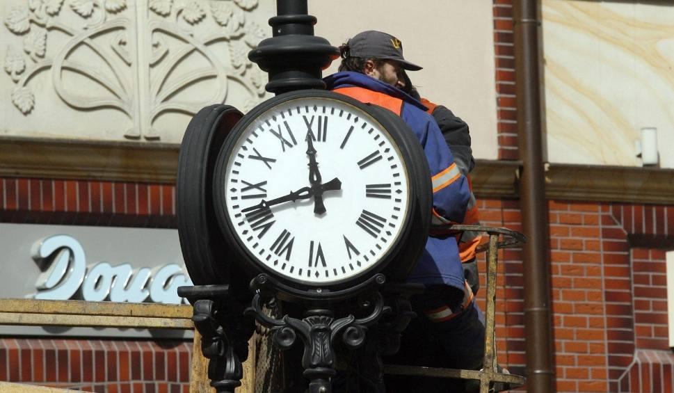 Film do artykułu: Zmiana czasu październik 2019. Kiedy przestawiamy zegarki? Czy to już ostatnia zmiana? [czas zimowy]