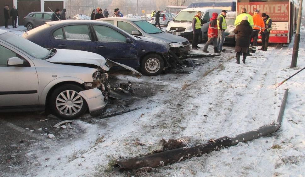 Film do artykułu: Autobusem miejskim w Kielcach staranował 13 samochodów! Kierowca zmarł w szpitalu