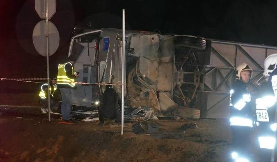 Film do artykułu: Tragiczny wypadek autokaru. Ranni wracają do domów, kierowca z zarzutem [ZDJĘCIA, WIDEO]