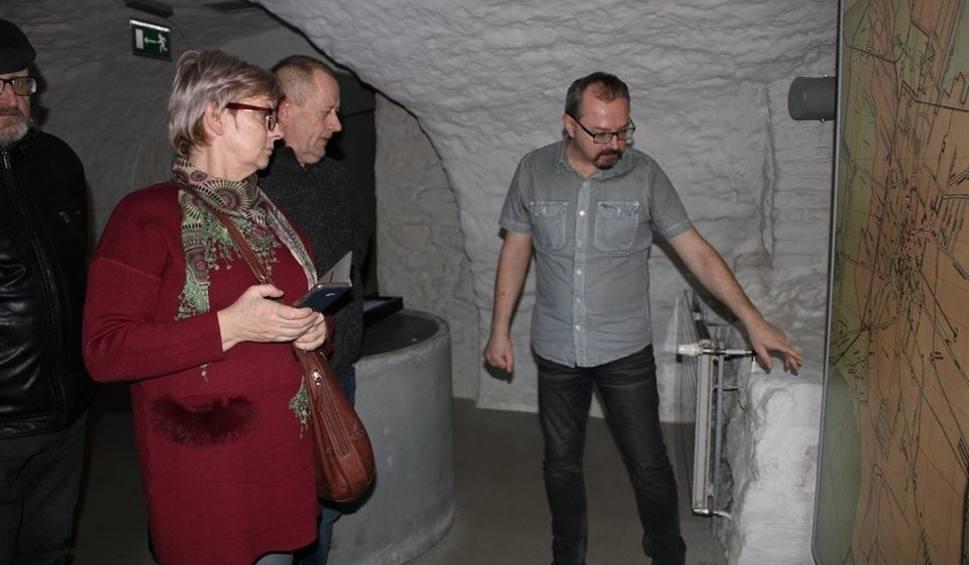 Film do artykułu: Na Wzgórzu Zamkowym w Kielcach gościli córka i syn Tadeusza Świtka, słynnego partyzanta. Ich ojciec siedział tu w więzieniu (ZDJĘCIA)