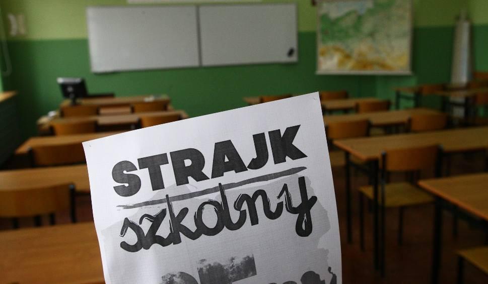 Strajk Nauczycieli. W Łodzi Nie Obniżą Pensji Pracownikom