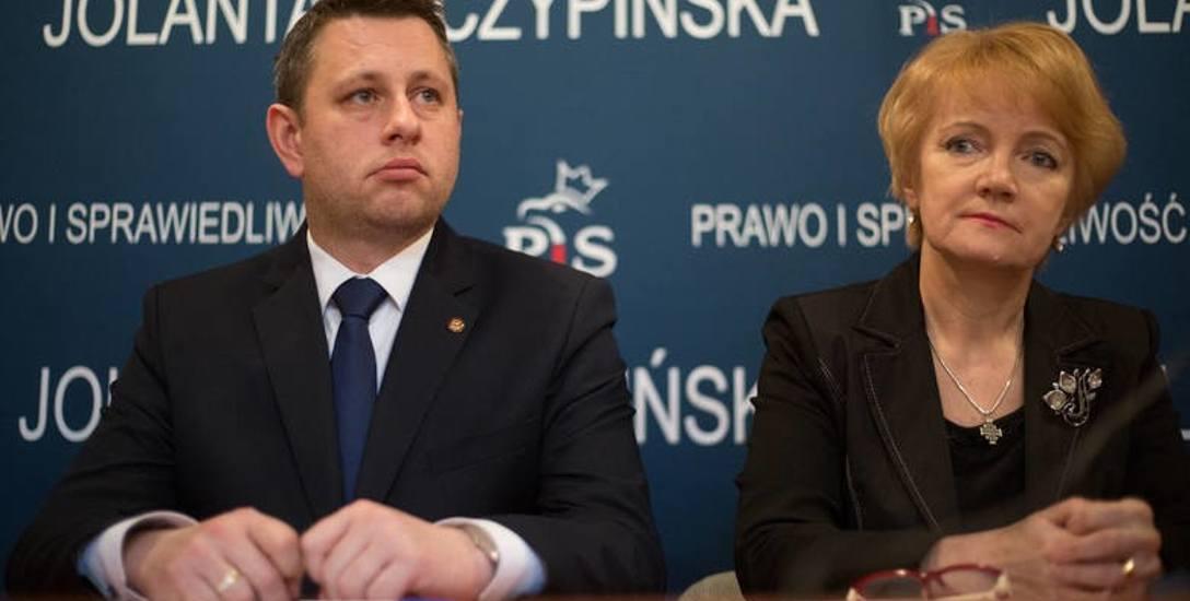 Robert Kujawski, szef klubu  radnych PiS, ocenił, że projekt zmian w oświacie jest dobry, bo nie zajmował się nim Robert Biedroń.