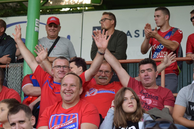 Raków Częstochowa - Arka Gdynia 2:0 ZDJĘCIA KIBICÓW Beniaminka wspierało w Bełchatowie 2,5 tys. fanów