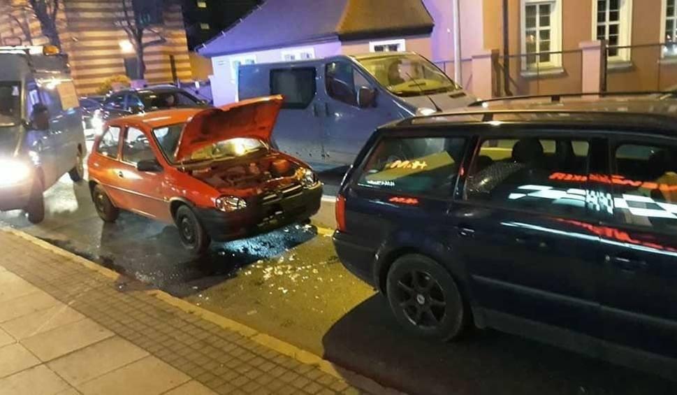 Film do artykułu: Wypadek. Pijany kierowca uderzył oplem w volkswagena. Jedna osoba ranna [ZDJĘCIA]