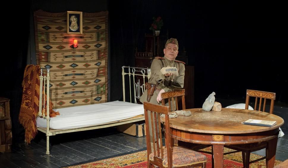 Film do artykułu: Teatr Dramatyczny. Krzysztof Ławniczak po raz 700 zagrał Zapiski oficera Armii Czerwonej. Konkurs