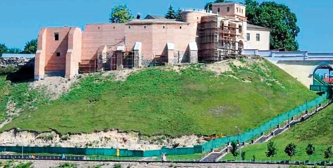 Nowy Stary Zamek widziany z Niemna (rejs stateczkiem)