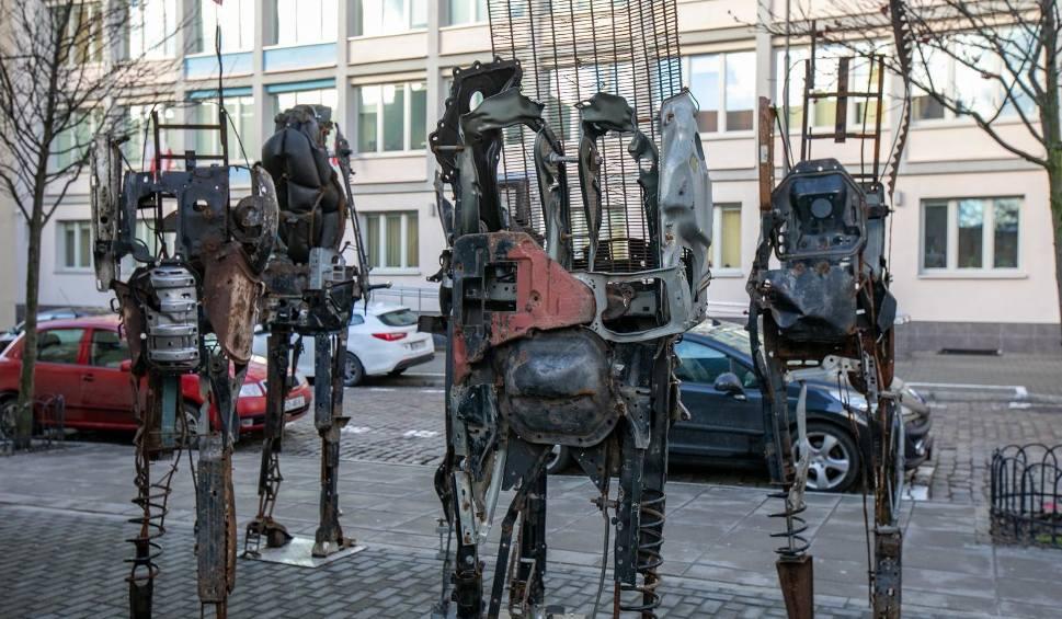 Film do artykułu: Niezwykłe rzeźby przy Miejskim Centrum Kultury w Bydgoszczy [zdjęcia]
