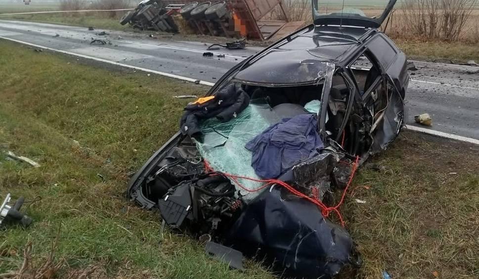 Film do artykułu: Śmiertelny wypadek pod Krasnymstawem. W sobotę były trudne warunki na drogach. Posypało wypadkami i kolizjami