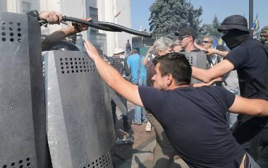 Ukraina: Zamieszki i eksplozja w Kijowie. Nie żyje jeden z policjantów, wielu rannych [ZDJĘCIA]