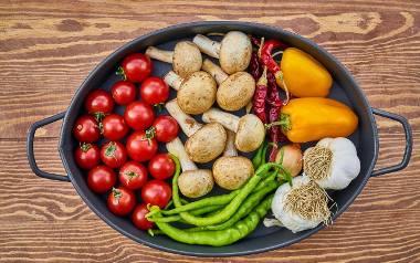 Bardzo wiele osób boi się przejść na zdrową dietę, myśląc, że zrujnuje ona kieszeń. Okazuje się jednak, że jadłospis proponowany przez dietetyczkę jest