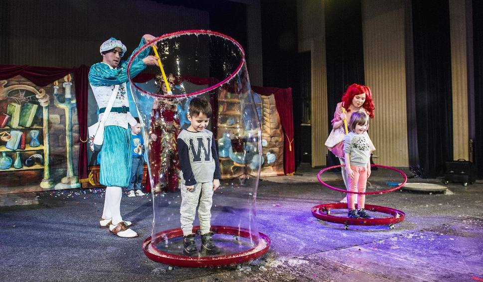 Film do artykułu: Radom. Niezwykły Teatr Baniek Mydlanych. Dzieci były zachwycone!