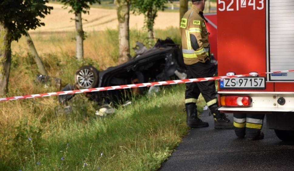 Film do artykułu: Śmiertelny wypadek w okolicach Noskowa (gm. Sławno) 7.07.2019.  Trzecia osoba zmarła w szpitalu [zdjęcia, wideo]