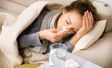 Jeśli pracownik choruje dłużej niż 33 dni (lub 14 dni) w ciągu roku, przysługuje mu zasiłek chorobowy wypłacany przez ZUS