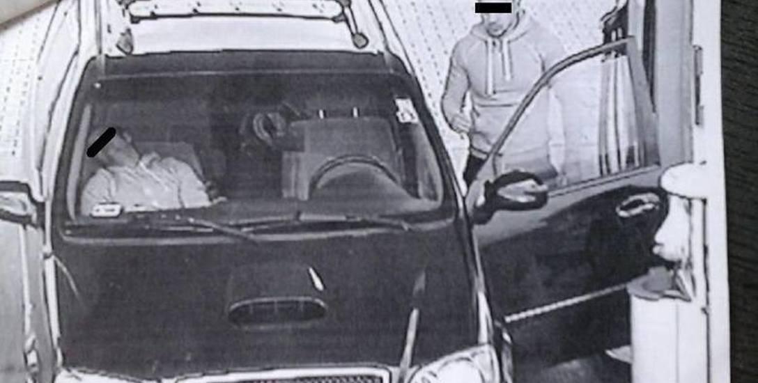 Opolscy policjanci namierzyli członków gangu m.in. na stacji paliw w Częstochowie.
