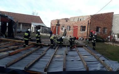Duże straty po wichurze w powiecie pińczowskim. Zerwane dachy, powalone drzewa [ZDJĘCIA]