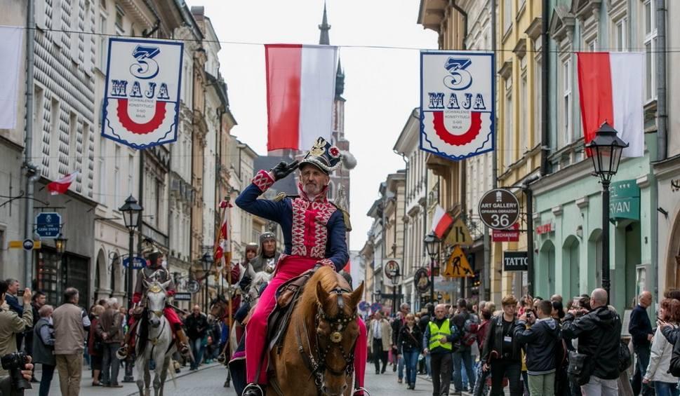 Film do artykułu: Święto Konstytucji 3 maja w Krakowie. Pochód patriotyczny [WIDEO, DUŻO ZDJĘĆ]