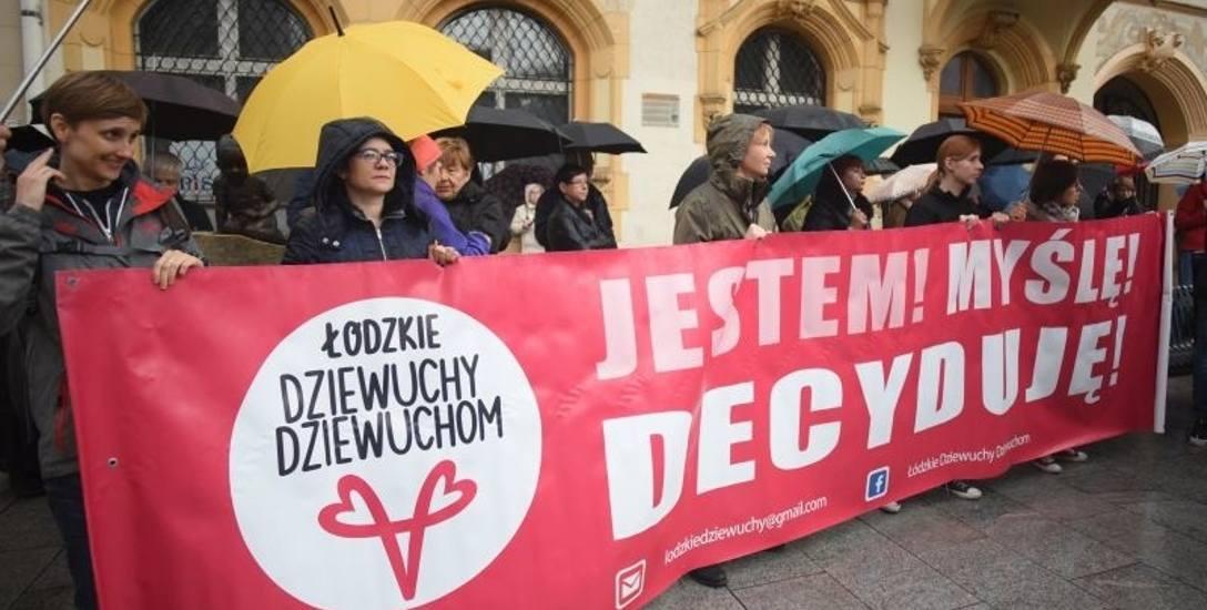 Manifestacja na Piotrkowskiej. Nie złożyli parasolek