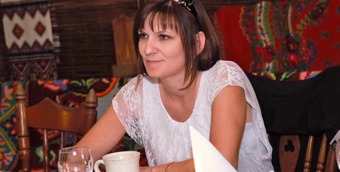 """Dorota Bartoszewicz ma 38 lat. Od 13 lat mieszka w Solistówce (gm. Bargłów Kościelny). Ma trójkę dzieci. Funpage """"Ocalić od zapomnienia"""" zaczęła prowadzić"""