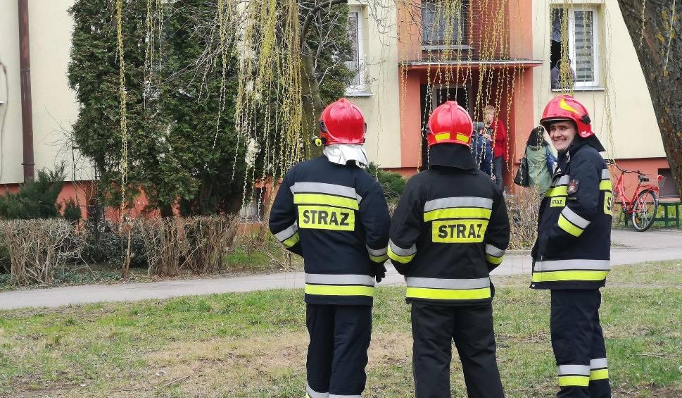 Film do artykułu: Ojciec twierdził, że syn może wysadzić blok. Na miejscu policja i straż pożarna [ZDJĘCIA]