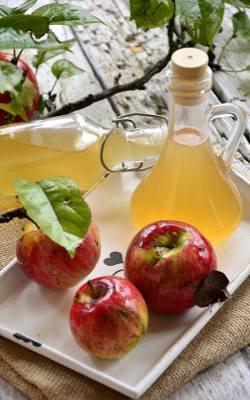 Domowy ocet jabłkowy.