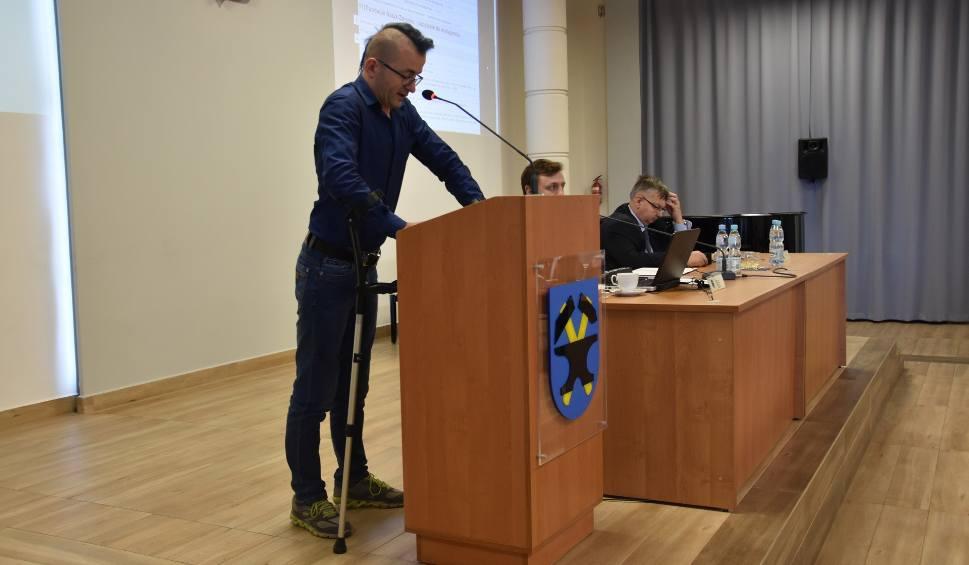 Film do artykułu: Sesja Rady Miejskiej Starachowic. Nikt nie chce pokazywać, że jest biedny