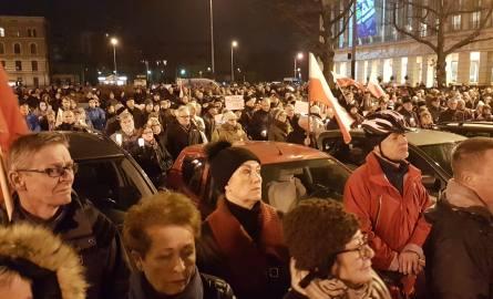 Protest przeciwko ustawom o KRS i Sądzie Najwyższym w Łodzi [ZDJĘCIA, FILM]