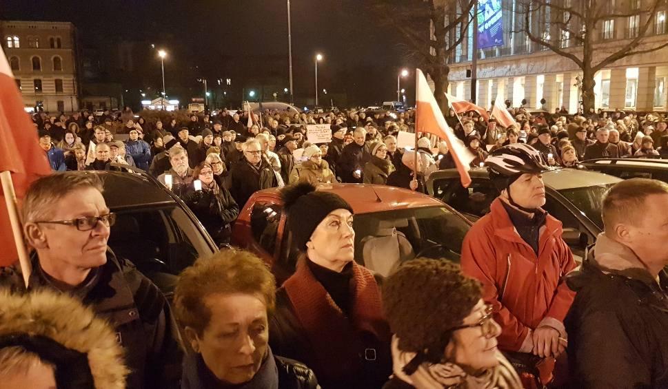 Film do artykułu: Protest przeciwko ustawom o KRS i Sądzie Najwyższym w Łodzi [ZDJĘCIA, FILM]