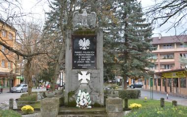 """Kontrowersje wokół pomników w Lesku. Pomnik poległych w walkach z UPA zostaje, """"pomnik wdzięczności"""" musi być wyburzony"""