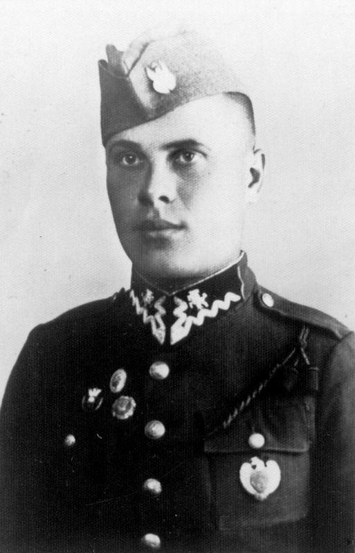 Stanisław Karaszewski jak wielu Polaków urodzonych w XIX wieku musiał odbyć służbę w wojsku rosyjskim