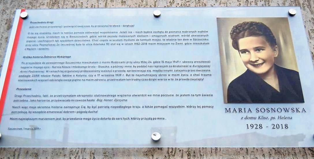 Tablica poświęcona pani Marii Sosnowskiej, pseudonim Helena, która w czasach stalinowskich działała w antykomunistycznej konspiracji
