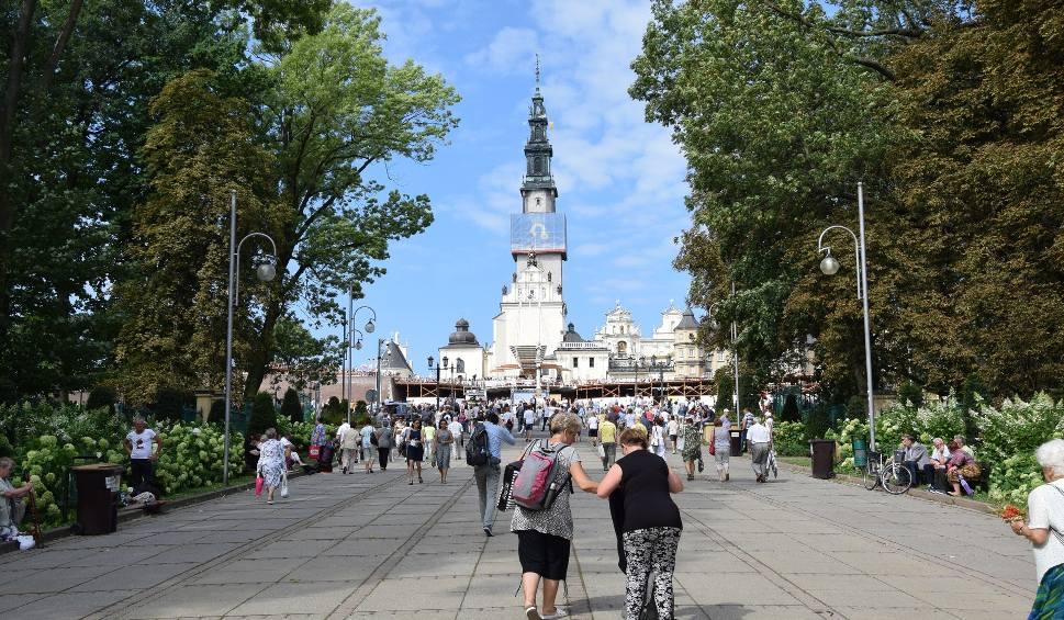 Film do artykułu: Jasna Góra policzyła pielgrzymów do Częstochowy. Jest ich najwięcej od trzech lat ZDJĘCIA