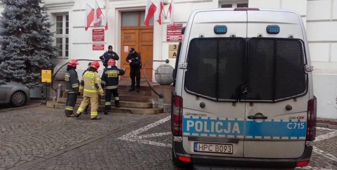 Alarm w Kujawsko-Pomorskim Urzędzie Wojewódzkim w Bydgoszczy postawił służby w stan gotowości, ale obyło się bez ewakuacji. Policja ustala sprawcę fałszywego