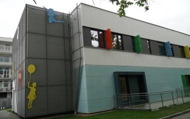 Dziewczynka od 6 tygodni przebywa w Szpitalu Klinicznym im. K. Jonschera przy ul. Szpitalnej w Poznaniu.