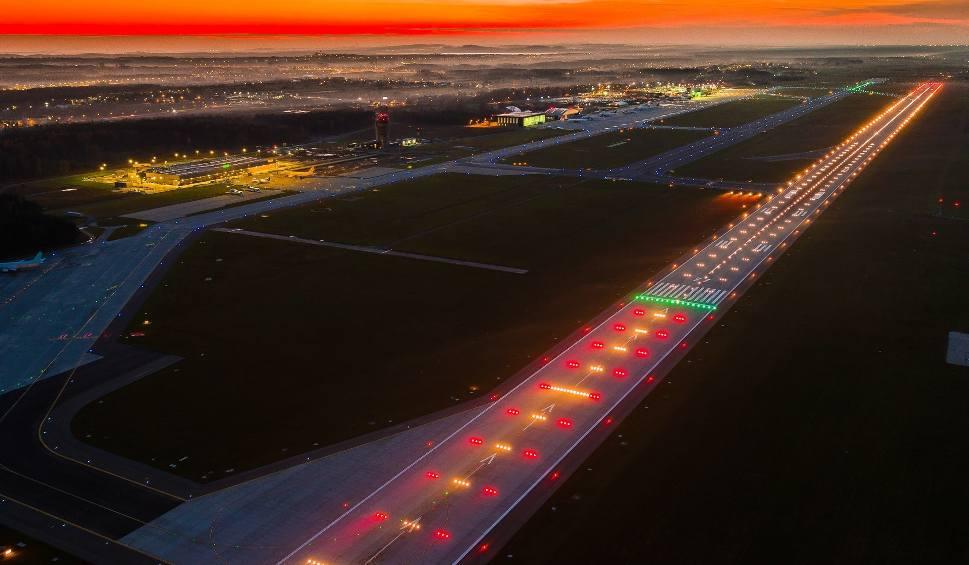 Film do artykułu: Lotnisko w Pyrzowicach. Weszliśmy na drogę startową. Ma dziś 5 lat. Pas 27 i 09 w Katowice Airport i urodziny w czasach pandemii