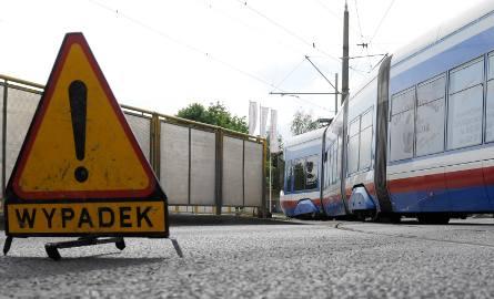 """Do wypadku doszło na wysokości ul. Fordońskiej i Bałtyckiej w Bydgoszczy. Zderzyły się dwa tramwaje: """"5"""" jadąca w stronę Fordonu i"""