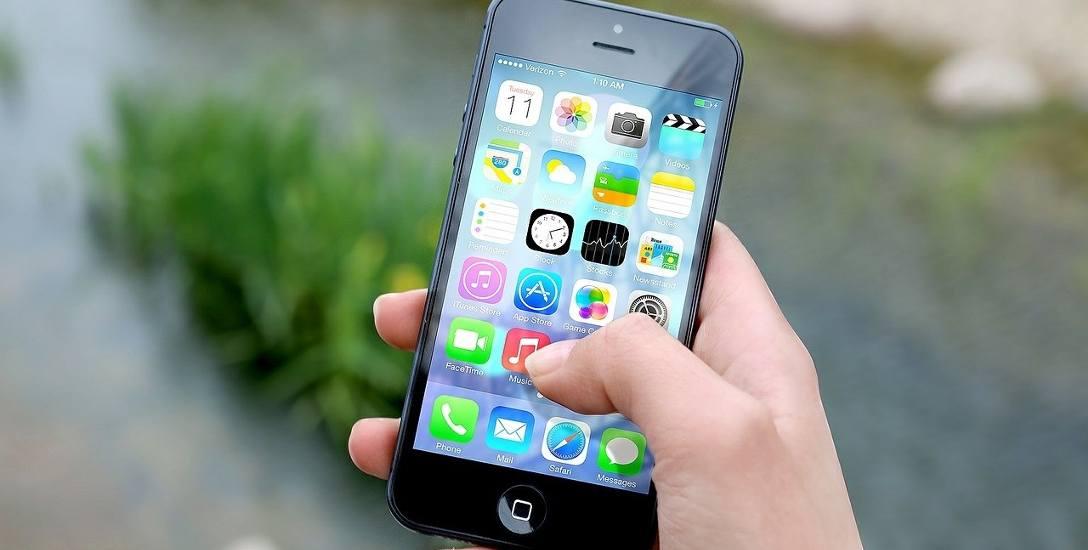 Zakaz korzystania z telefonów w szkole. Smartfona mieć można, ale tylko w plecaku