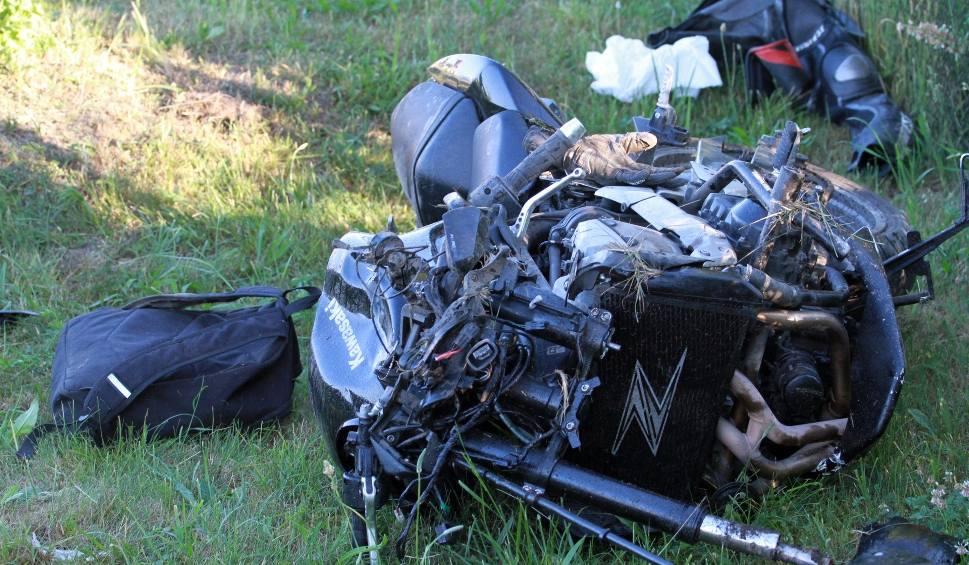 Film do artykułu: Wypadek w Gorzycach na drodze krajowej 77. Ranny został motocyklista (ZDJĘCIA)