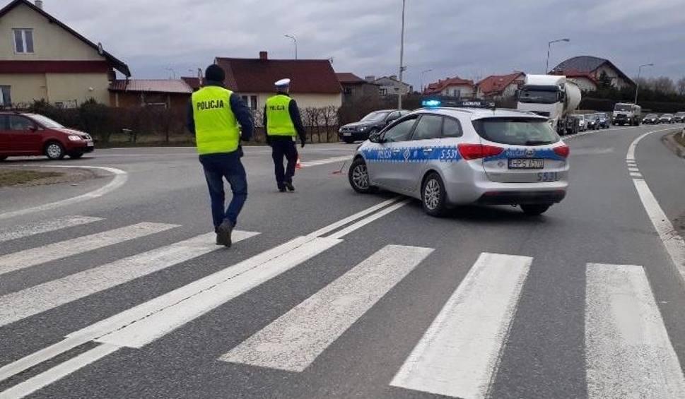 Film do artykułu: W Sandomierzu BMW potrąciło mężczyznę. 85-lata zmarł w szpitalu